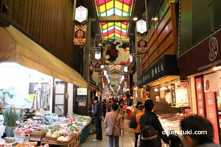 京都の台所「錦市場」にある奇食グルメ「チョコレートコロッケ」とは?