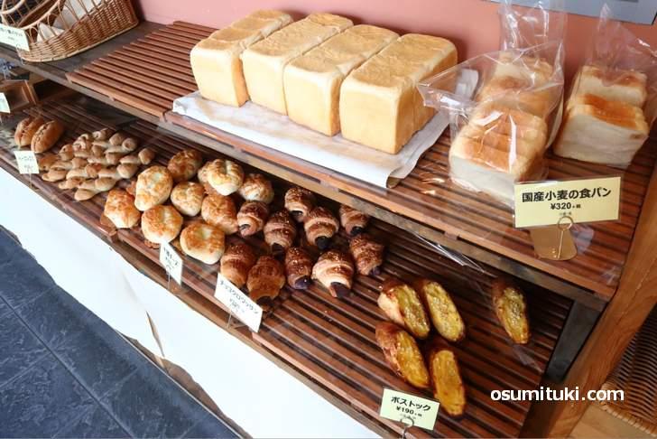 パンの値段は平均200円くらいでした
