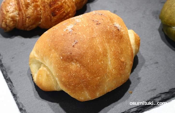 塩パンとクロワッサンはバターの風味が強めです