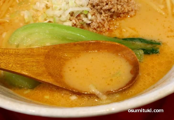 スープは香りがよく、味もコクも深い味わいになっていました