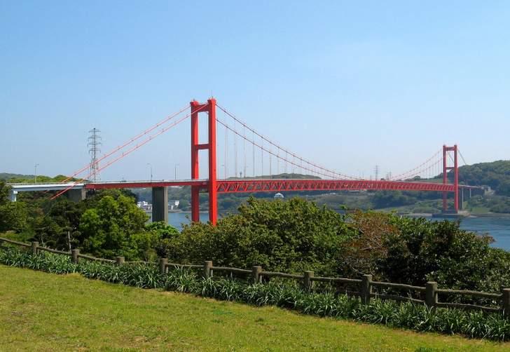 長崎県平戸島へは「平戸大橋」を渡って行くことができます