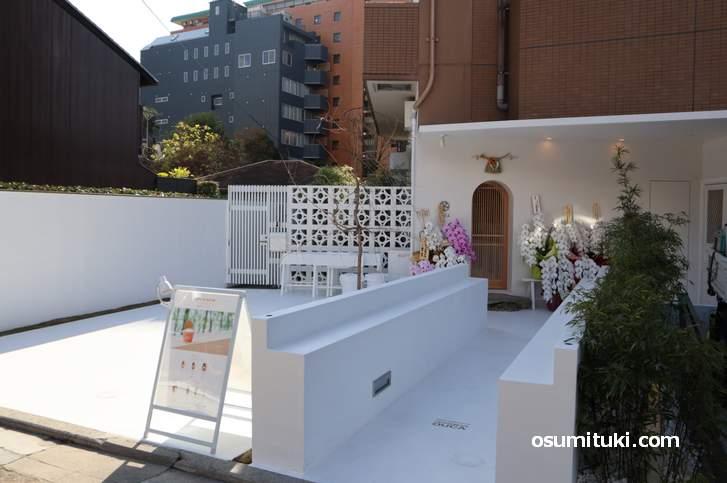 お店が少ない仏光寺通に真っ白いアイスクリーム店がオープン(ジャパニーズアイス櫻花)