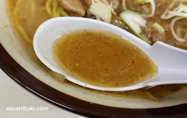 油でアツアツの味噌スープは甘味があります(すみれ)