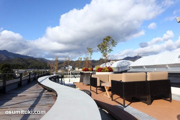 嵐山と嵯峨野が一望できる屋上のカフェ(嵐山テラスカフェ)