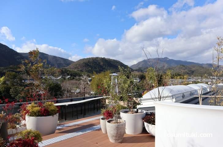 嵐山テラスカフェは「12時~17時」まで利用可能です