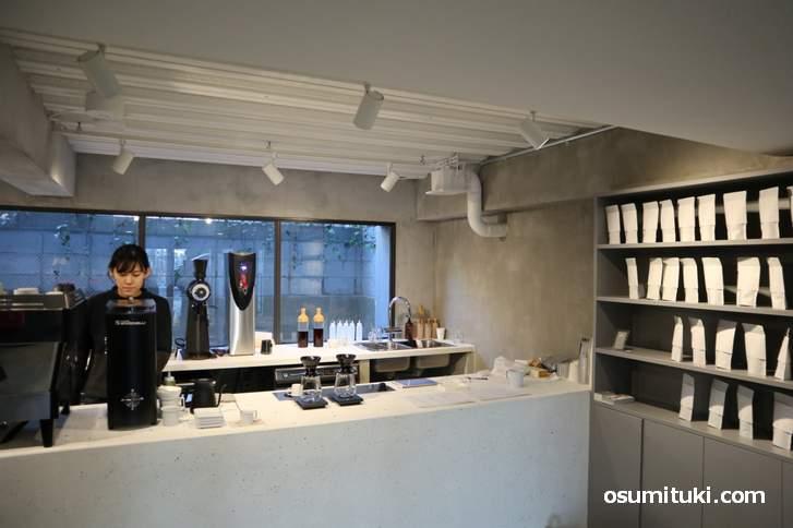 お店は新しく開業するホテルの一階奥のガレージ風なカフェスタンド