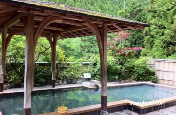 くらま温泉、露天風呂からは絶景の山が見えます