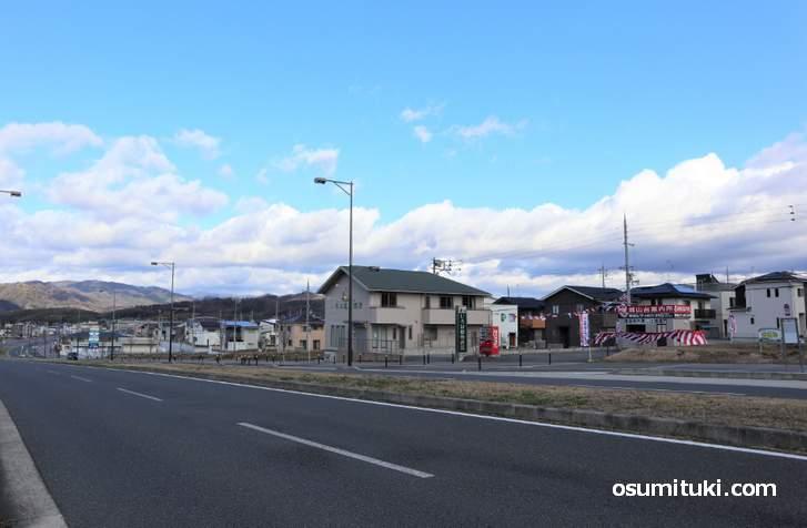 JR奈良線「木津駅」の城山台の新興住宅地にあります