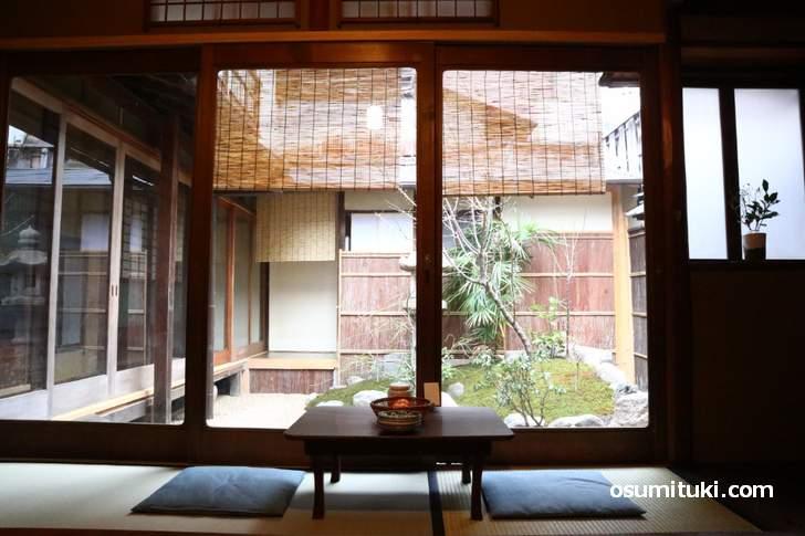 京町家カフェ「好文舎」、座敷からは坪庭を眺めながらカフェができます