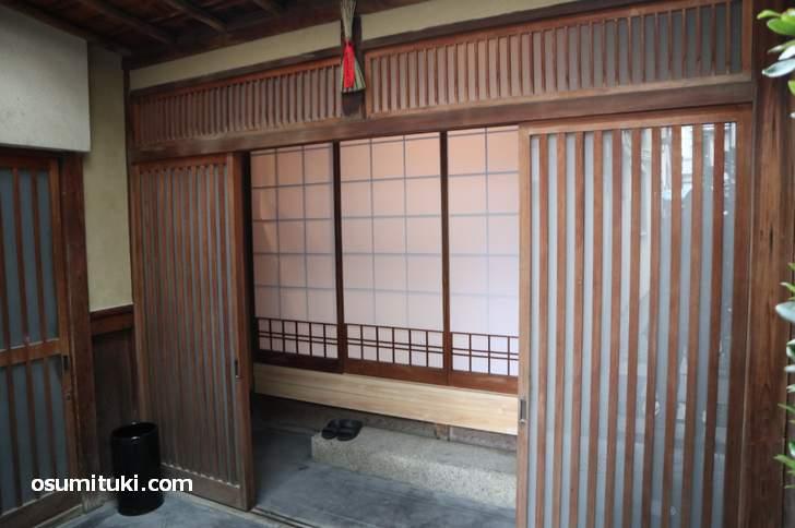 典型的な京都の町家がそのままカフェになっています(好文舎)