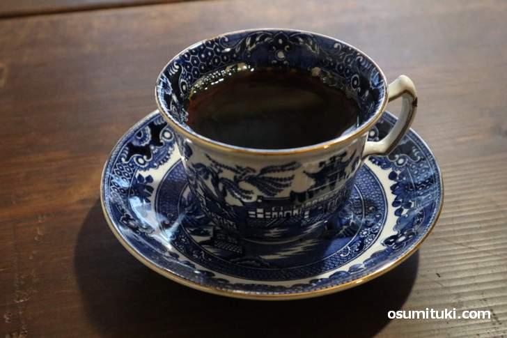 コーヒー豆は「カフェ デ コラソン」を使ったコーヒー