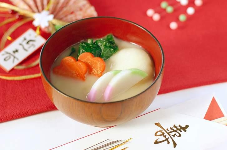 関西の雑煮では「煮た丸餅を白味噌仕立て」にする