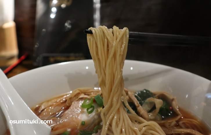 麺は中細ストレート(テイガク)