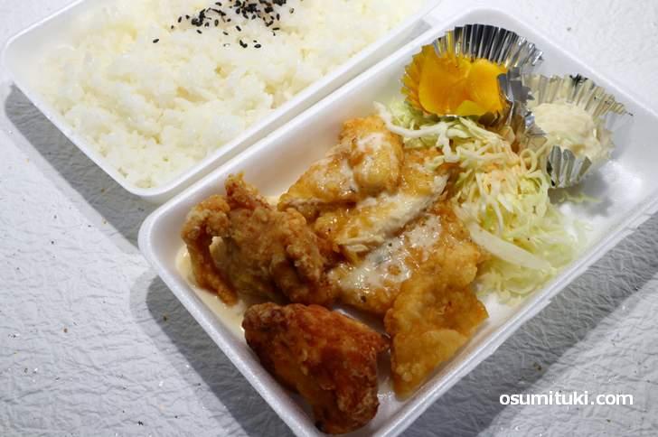 鶏笑弁当 680円(モモ、ムネ、チキン南蛮)
