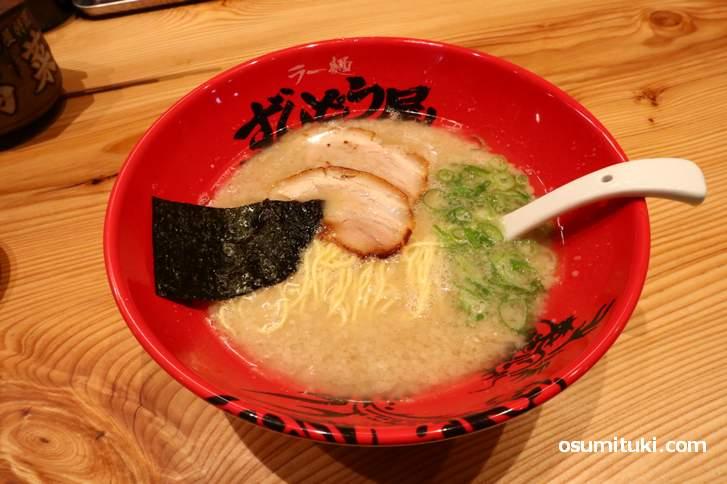 濃厚豚骨スープはほんのり甘みがあり美味しいスープでコク深い(元味らーめん)
