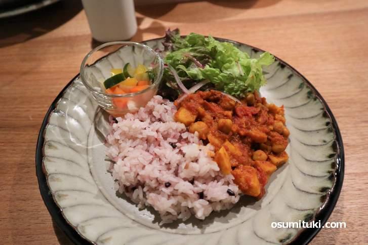 野菜とスパイスを使ったカレー(日替わり)