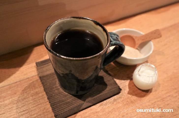 コーヒーは「グリーンアイズ」さんの焙煎豆を使用しています