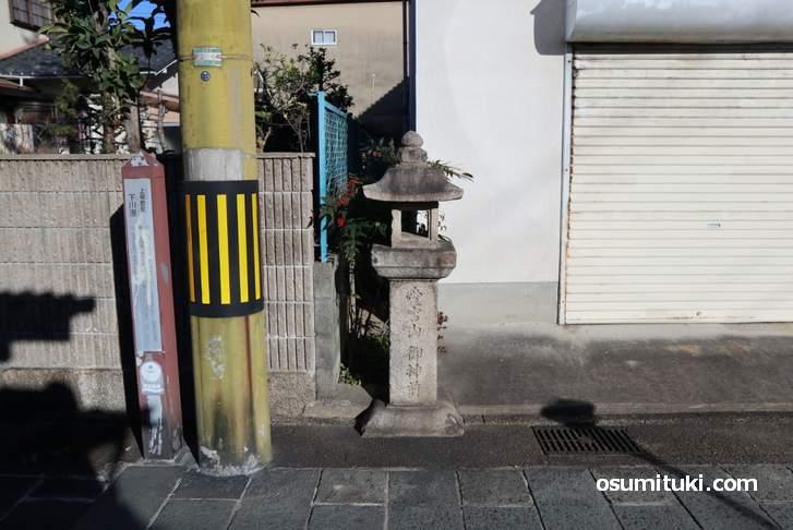 西国街道にある町石(ちょういし)