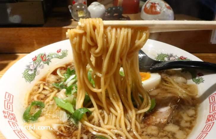 麺は低加水の中太ストレート、京都人の好きな麺です