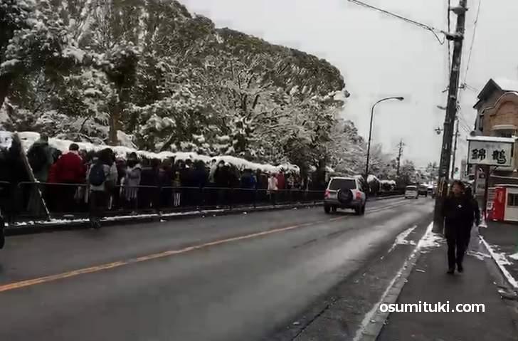金閣寺から500メートル続く大行列(2019年1月27日9時15分撮影)
