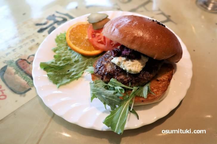 とても京都らしい食材を使った「京都バーガー」