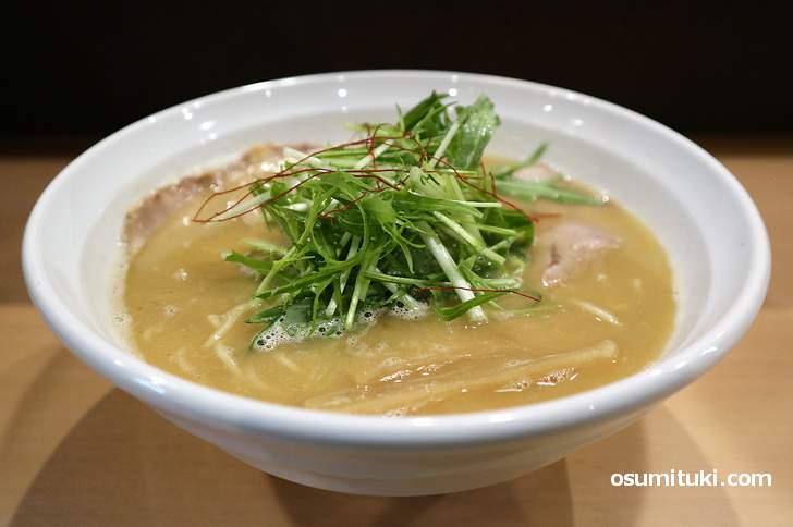 鶏醤油らーめん(750円)