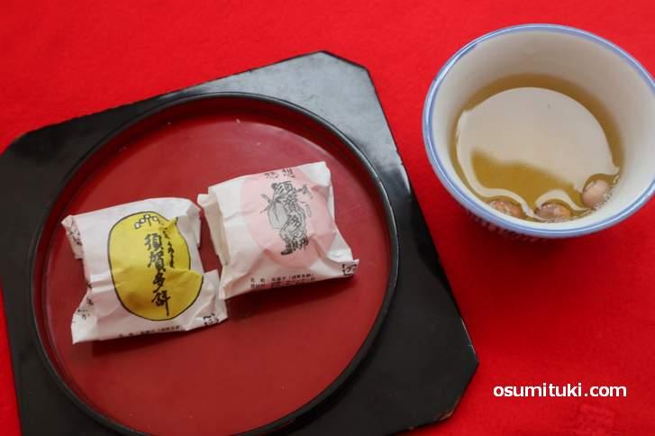 年に2日間だけ須賀神社で授与(販売)される大徳屋本舗の須賀多餅と豆茶
