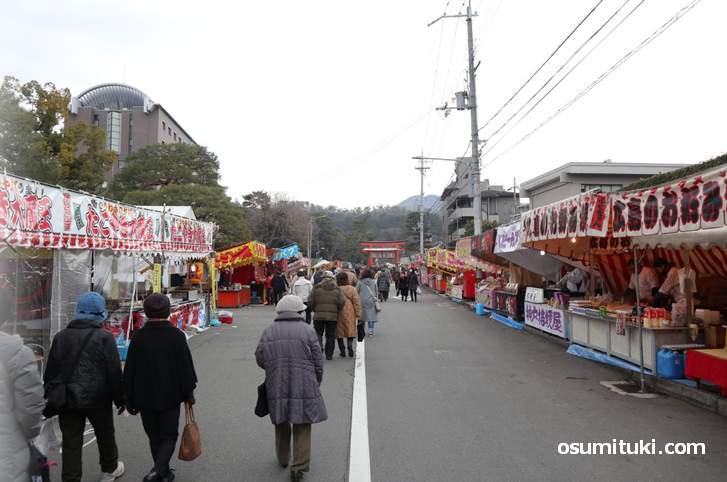 須賀神社から吉田神社まで節分祭を存分に楽しむことができます