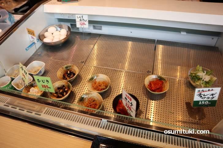 小皿は90円から、すき焼き用の生卵は50円