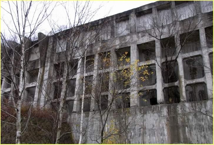 写真は1972年に閉山となった「三菱美唄炭鉱」、その時代にあった小学校が旧沼東小学校