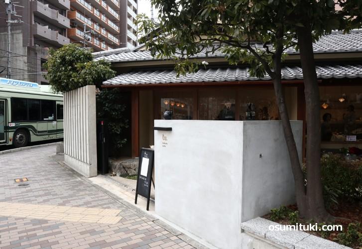 入口は以前よりも開放感があり入りやすい雰囲気です(つばらカフェ)
