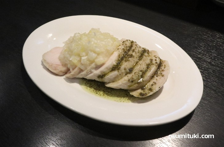 蒸鶏2種ソース 680円