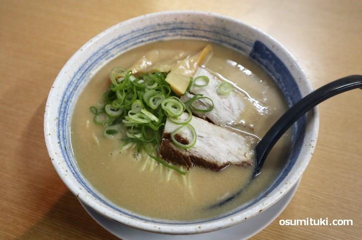 黒鶏白湯 690円