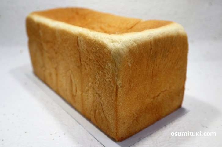 銀座に志かわ京都桂店 1本(1.5斤)の食パンは800円(税込864円)