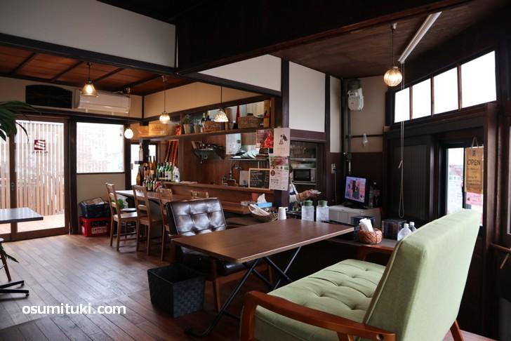 古民家をリノベーションした落ち着いた空間のカムナカフェ