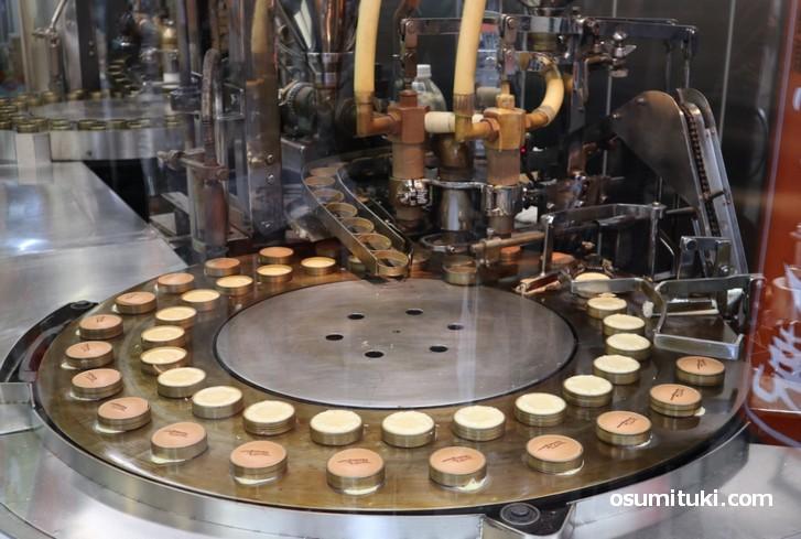 回転焼き機を使って作られる「カステラ饅頭」