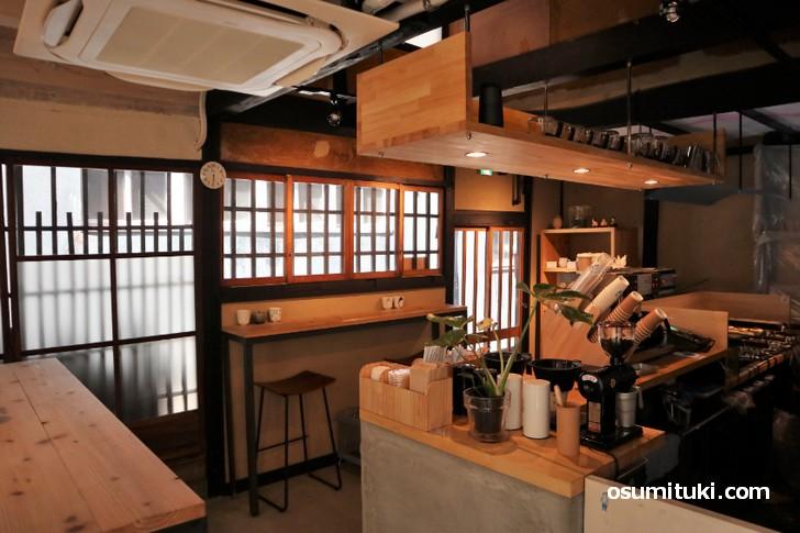 京都の「あまいろ コーヒーとたい焼き」は京町家をリノベーションした店舗