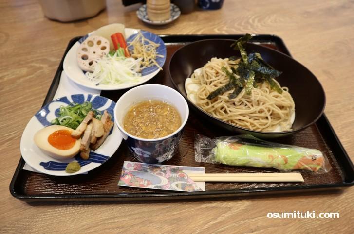 京都旬野菜つけめん(税込1200円)シジミと白菜などの出汁