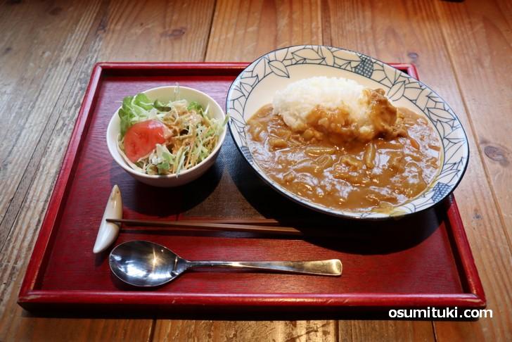 ハイ・どうぞ ふしみや食堂さんの500円「学食風カレーライス」