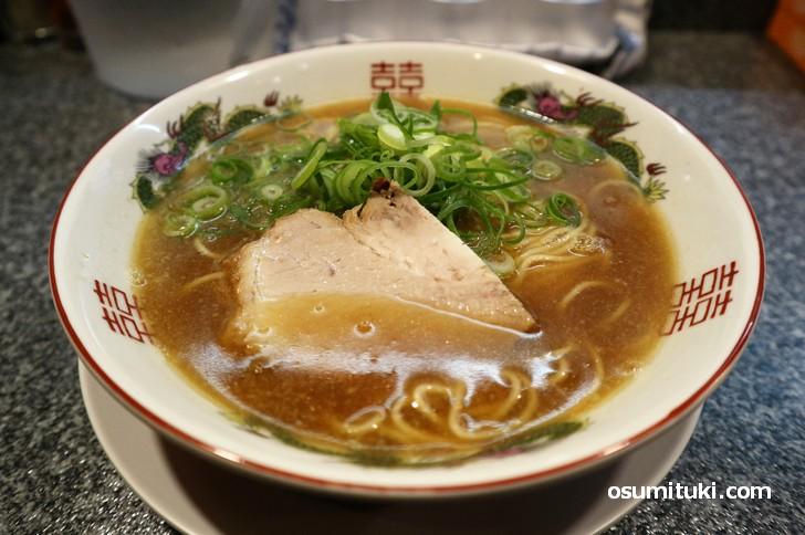コラーゲンたっぷり鶏白湯系ラーメン(拉麺へんてこ)