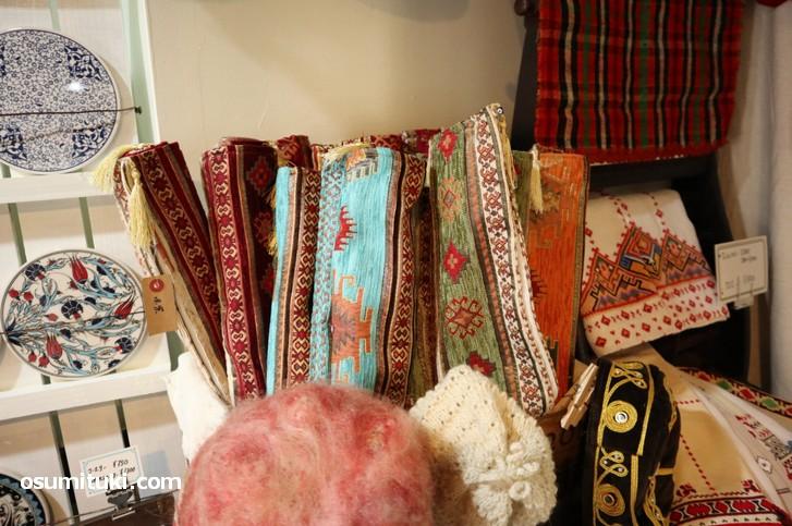 中東の織物もたくさんあります