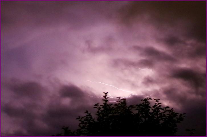 皆神山の発光現象は電荷(静電気)によって発生している
