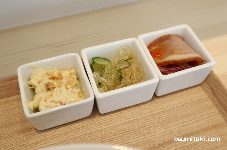 おばんざいは中華の小皿が3種類です