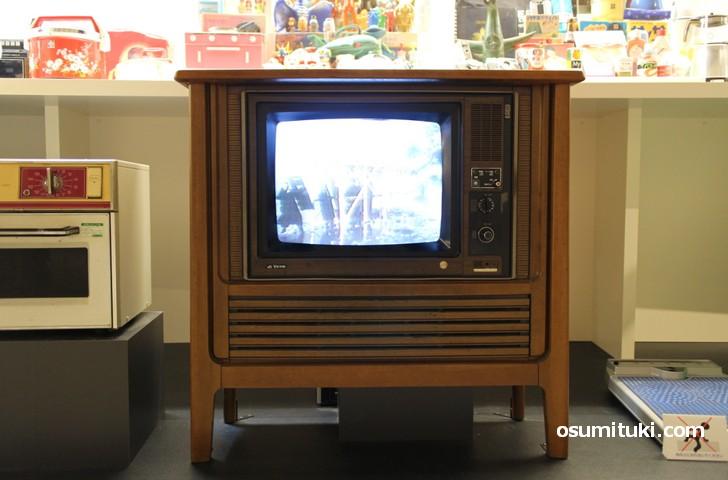 懐かしい「VICTOR ブラウン管カラーテレビ」