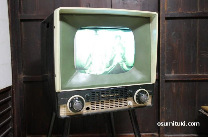 ナショナル製ブラウン管白黒テレビ