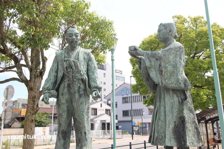 長浜駅前にある豊臣秀吉(羽柴秀吉)と石田三成の像