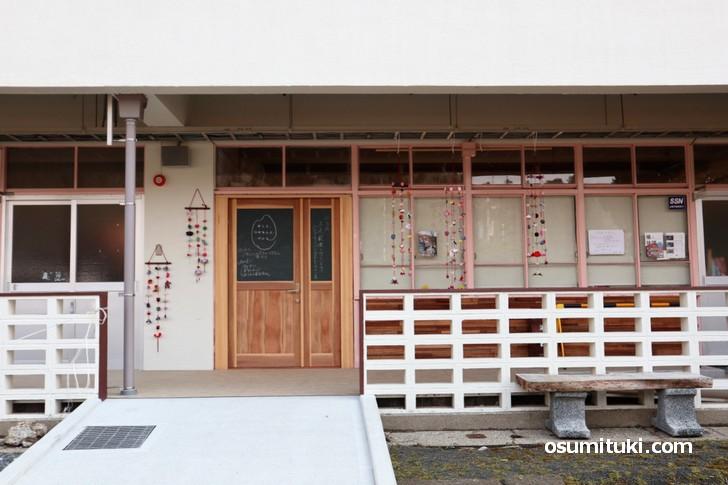 人生の楽園で紹介される「めしと、つけもんと、パンと、」は小学校をリノベした学校カフェ