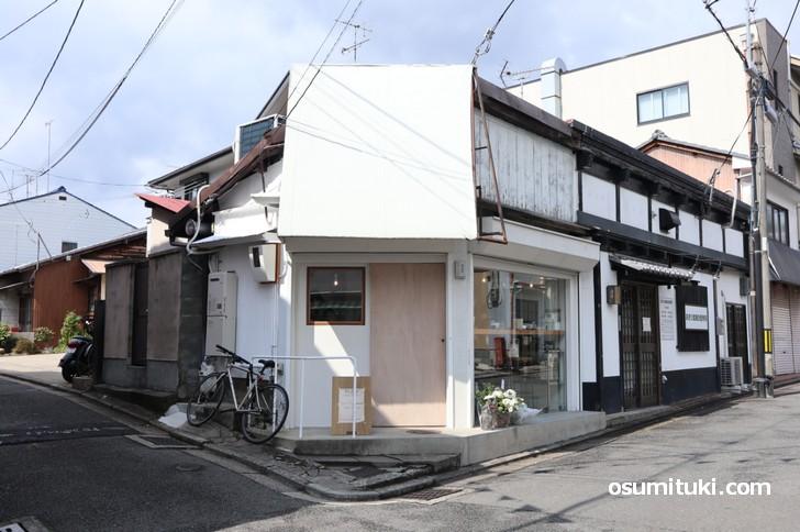 京都の龍安寺駅すぐ近くにあるカフェ「Kew(キュー)」