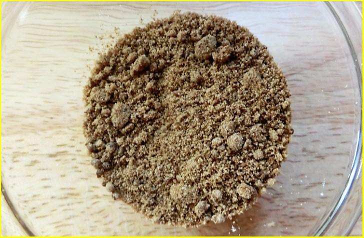 玉砂糖は、いわゆる黒砂糖のことですが少し異なります