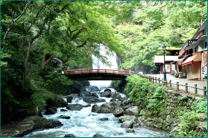 箕面の滝口のところにある「ひなたブック」さんの京都店